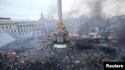 2014年2月19日,乌克兰首都基辅的独立广场,反政府抗议群众和防暴警察对峙冲突的情况。