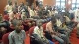 VOA60 DUNIYA: A Najeriya yara fiye da 300 da 'yan Boko Haram suka sace a makarantarsu an sako su, da wasu sauran labarai