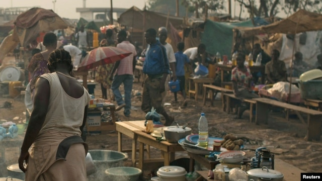 People are seen in a camp for internally dispersed persons at the airport of Bangui, Jan. 19, 2014.
