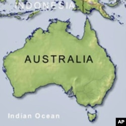 Australia Investigates Brawl Among Asylum Seekers in Camp