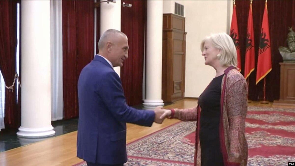 Zv  ndihmës Sekretarja e Shtetit  Elisabeth Millard viziton Tiranën