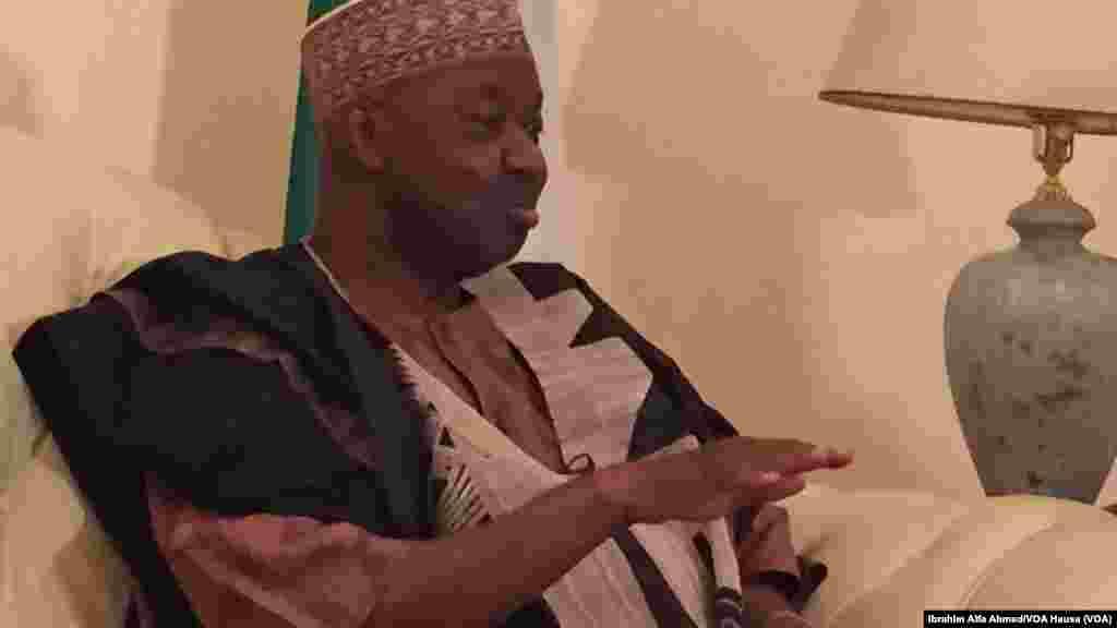 Mataimakin Shugaban Najeriya Namadi Sambo Magana da VOA Wakilinmu ya Ibrahim Alfa Ahmed, Fabrairu 15, 2015.