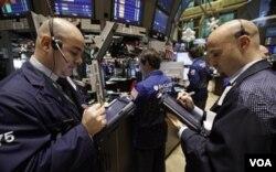Walaupun sempat menyentuh titik psikologis 12.000 pada hari Rabu (1/26), tapi pada hari terakhir perdagangan pekan lalu (1/28) indeks Dow Jones merosot 150 poin.