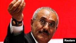 Mantan presiden Yaman Ali Abdullah Saleh tewas hari Senin (4/12).