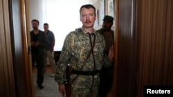 Pro-Russian separatist commander Igor Strelkov leaves after a news conference in the eastern Ukrainian city of Donetsk, July 10, 2014.