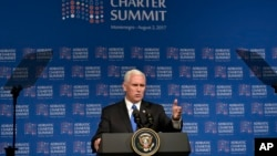 2017年8月2日,美国副总统迈克·彭斯在黑山共和国举行的亚得里亚海宪章峰会上讲话。