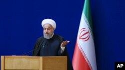 하산 로하니 이란 대통령이 7일 테헤란에서 열린 '원자력의 날' 행사에서 연설하고 있다.