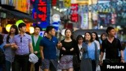 Chuyên gia tâm lý Lê Khanh cho biết hệ thống gia đình và cách sống của người Hàn Quốc cũng giống người Việt Nam, cho nên người Việt Nam qua Hàn Quốc sống thì không cảm thấy lạc lõng lắm.