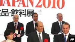Ambassador John V. Roos (center) kicks off Partners in Agriculture at Japan's FoodEX.