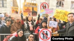 在纽约参加女性大游行关注中国女权议题的人士合影。(小门提供)