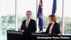 Bộ trưởng Quốc phòng Úc Christopher Pyne (trái) vào Bộ trưởng Quốc phòng Pháp Florence Parly.