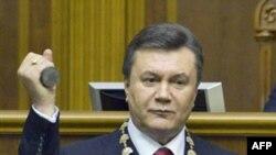 Ukrayna məhkəməsi prezidentin səlahiyyətlərini artırıb