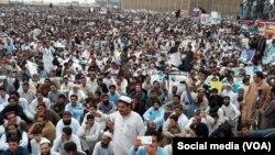 راه پیمایی پشتون ها در پاکستان که عمدتاً از دید رسانه های پاکستانی به دور مانده است.