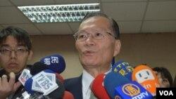 台湾海巡署署长王进旺3月17日在立院 (美国之音申华拍摄)