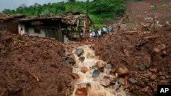 지난 2014년 인도 서부 마하라슈트라 지역의 말린 마을에서 발생한 산사태. (자료사진)