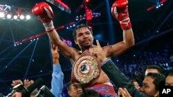 Ngôi sao quyền anh người Philippines Manny Pacquiao đánh bại võ sĩ người Mỹ Brandon Rios, đoạt đai vô địch hạng nhẹ của Tổ chức quyền anh Thế giới WBO.