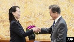 朝鲜领导人金正恩的妹妹金与正在青瓦台与韩国总统文在寅会谈,转交金正恩的来函(2018年2月10日)