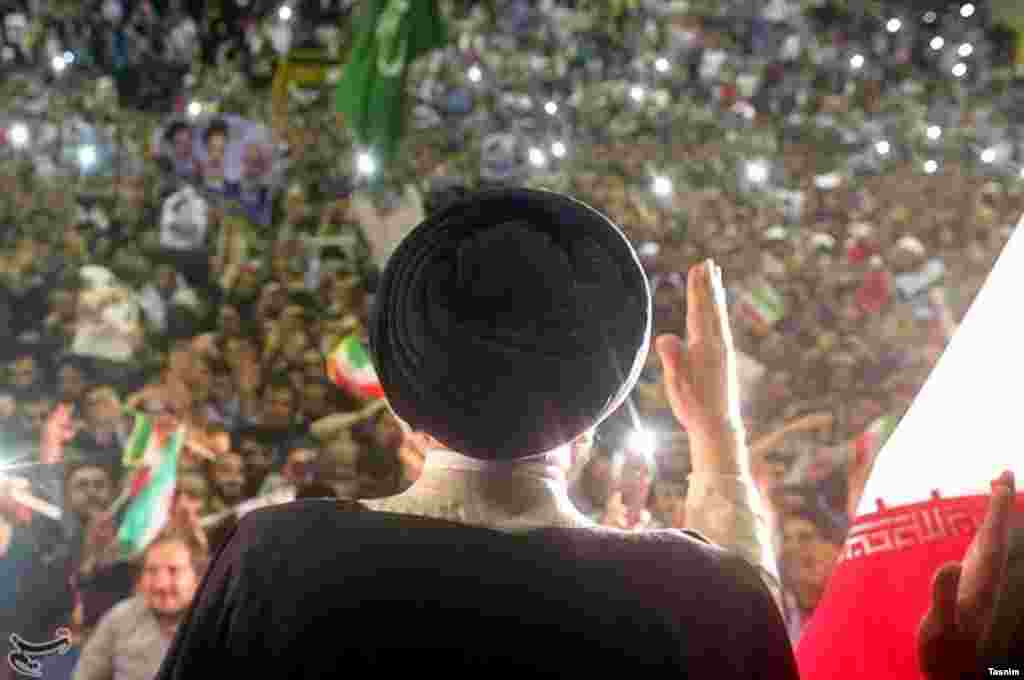 با کنار رفتن محمدباقر قالیباف، به نظر شما شانس رئیسی افزایش یافته است؟ عکس: محمود حسینی