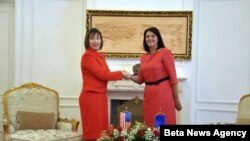 Predsednica Kosova Atifete Jahjaga (D) i ambasadorka SAD na Kosovu Trejsi En Džekobson