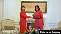 Predsednica Kosova Atifete Jahjaga (D) i nova ambasadorka SAD na Kosovu Trejsi En Džejkobson
