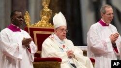 Đức Giáo hoàng Phanxicô cử hành thánh lễ tại Quảng trường Thánh Phêrô ở Vatican, 1/1/2014