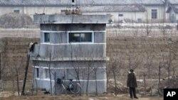 중국 단둥에서 바라본 북한 측 초소. (자료 사진)