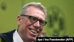 Peter Stoeger, tababaraha cusub ee Dortmund