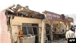 Một tòa nhà bị phá hủy tại hiện trường vụ nổ bom tại Nhà thờ Thánh Thérèse ở Madalla, Nigeria, Chủ nhật 25/12/2011