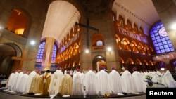 2013年7月24日,教宗方济各在巴西圣保罗州阿帕雷西达圣母圣殿全国朝圣堂主持弥撒。