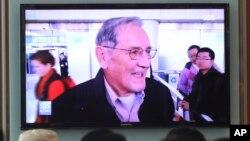 Tayangan televisi di Korea Selatan menampilkan warga Amerika Serikat Merrill Newman yang dibebaskan oleh Korea Utara. (Foto: Dok)