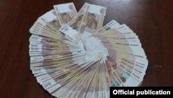 Gödəkçəsinin cibindən 910 min Rusiya rublu çıxdı