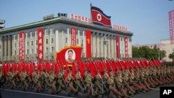 북한이 지난 10일 노동당 창건 70주년을 맞아 평양 김일성광장에서 사상 최대 규모의 열병식을 개최했다고 조선중앙통이 보도했다.