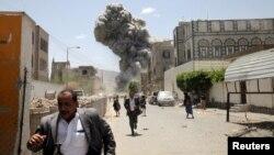 Bombardeo de la casa del expresidente Ali Abdullah Saleh, en la capital de Yemen.