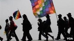 La oposición criticó al gobierno de Bolivia por lo que definió como un intento de vincular a la Embajada de EE.UU. con la marcha indígena.