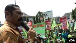 Demonstrasi memperingati Hari Buruh Sedunia di Solo, Jawa Tengah. (VOA/Yudha Satriawan)