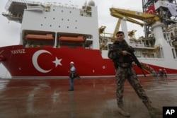 Kapal pengeboran 'Yavuz' di pelabuhan Dilovasi, di luar Istanbul, 20 Juni, 2019. (Foto: dok).