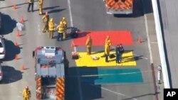 洛杉磯國際機場發生槍擊案警方將機場附近道路封鎖,進行調查。