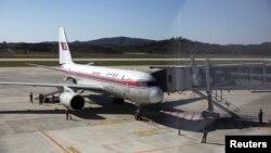 중국 베이징과 평양을 오가는 투폴레프 사의 TU-204 기종 고려항공 여객기가 지난해 10월 평양 공항에서 이륙 준비를 하고 있다. (자료사진)