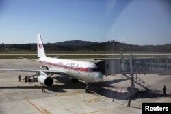 지난 2015년 10월 중국 베이징행 북한 고려항공 여객기가 평양 공항에서 이륙을 준비하고 있다. (자료사진)