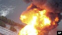 3月11日地震后东京附近一家炼油厂起火