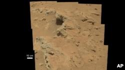 Este mozaico de imágenes tomadas por el Curiosity revela indicios de una corriente de agua, según la NASA.