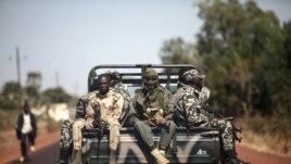 Bérets verts de l'armée malienne en route pour Markala (240 km au nord de Bamako)