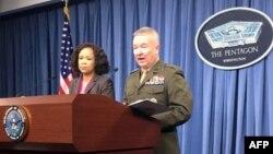 Porta voz do Pentagono Dana White e o tenente general Kenneth McKenzie na conferência de imprensa de hoje