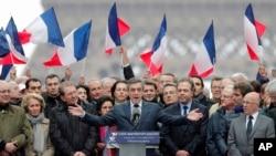 El conservador François Fillon habló ante partidarios en un acto en París, el domingo 5 de marzo, de 2017.