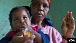 Seorang anak balita yang mengidap HIV di Durban, Afrika Selatan. Pemerintah Afsel akan menyediakan lebih banyak obat antiretroviral agar penderita AIDS bisa memulai pengobatan lebih dini.