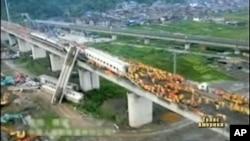 图为7月23日动车在温州发生脱轨事故的现场