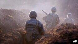 Tentara Armenia mengambil posisi di kawasan Tavush dekat garis perbatasan dengan Azerbaijan (foto: dok).