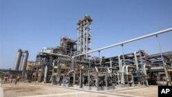 Trong vòng một năm qua, số lượng dầu xuất khẩu của Iran giảm khoảng 700.000 thùng