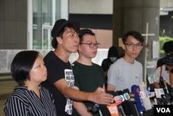 """民阵总召集人岑子杰2019年6月24日在宣布G-20峰会""""自由香港""""集会的记者会上 (美国之音申华拍摄)"""