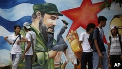 People attend a birthday celebration marking the 85th birthday of Cuba's leader Fidel Castro in Managua, Nicaragua, Aug. 12, 2011